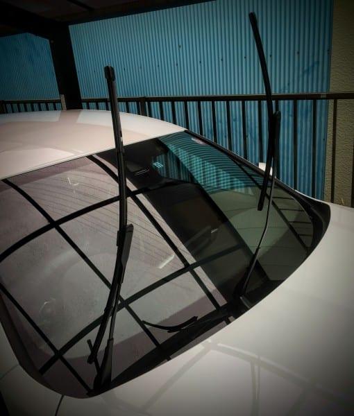 【BMW420iGC】ボンネット下に格納されているBMWのコンシールドワイパーを立てる方法^^