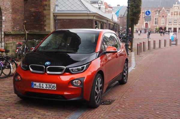 BMW「i3」マイナーチェンジで航続距離が50%増しで約200kmの走行が可能に!i3が虎ノ門で3,900円からレンタカーとして借りられるキャンペーン実施中^^
