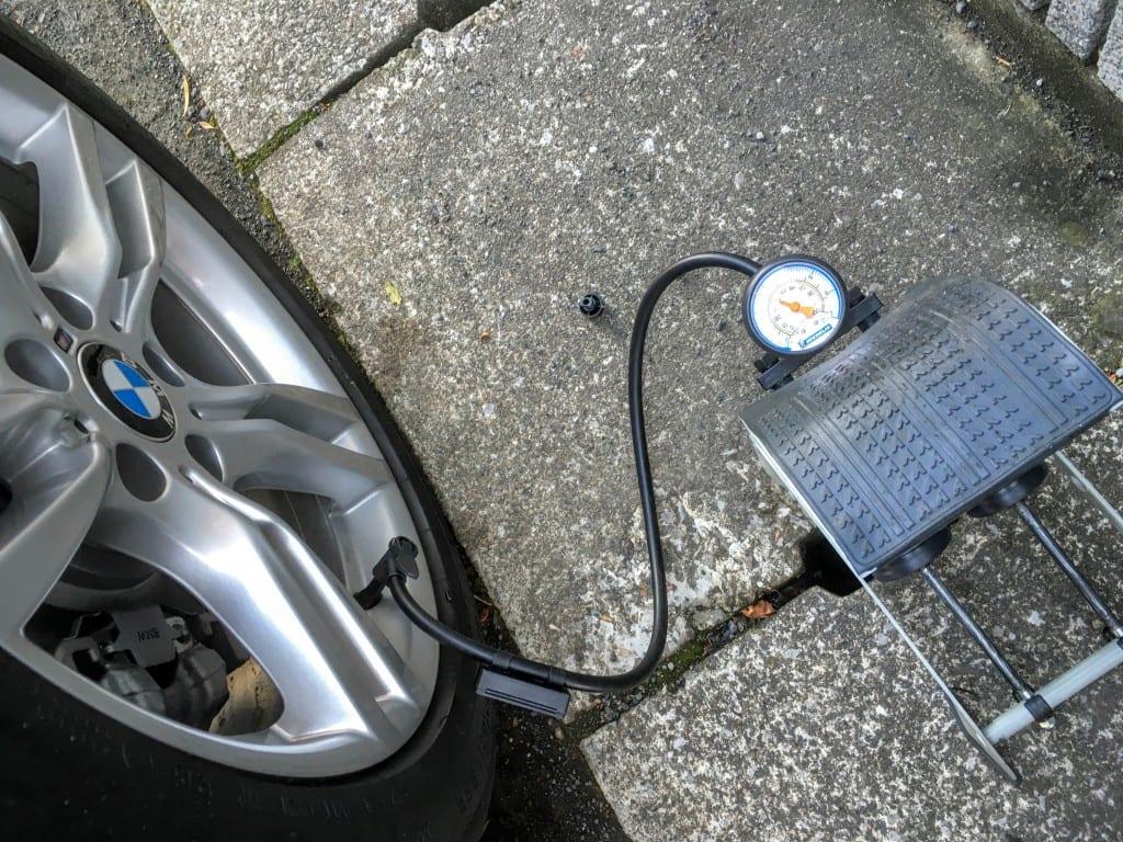 【BMW4シリーズグランクーペ】フットポンプでタイヤの空気圧補充しました♪