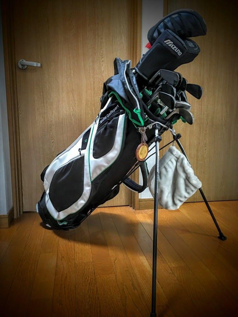 BMW純正Golfsportゴルフバッグ(キャディバック)レビュー&BMW4シリーズグランクーペってゴルフバッグ何個積めるの?