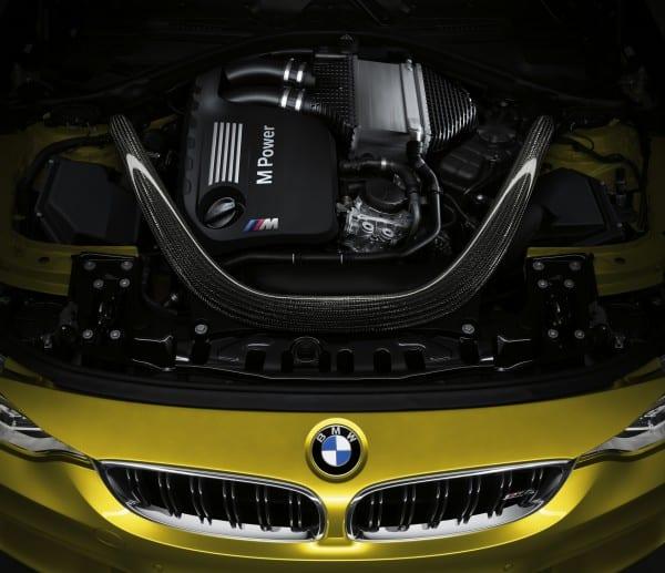 BMW M4 GTS エンジン2