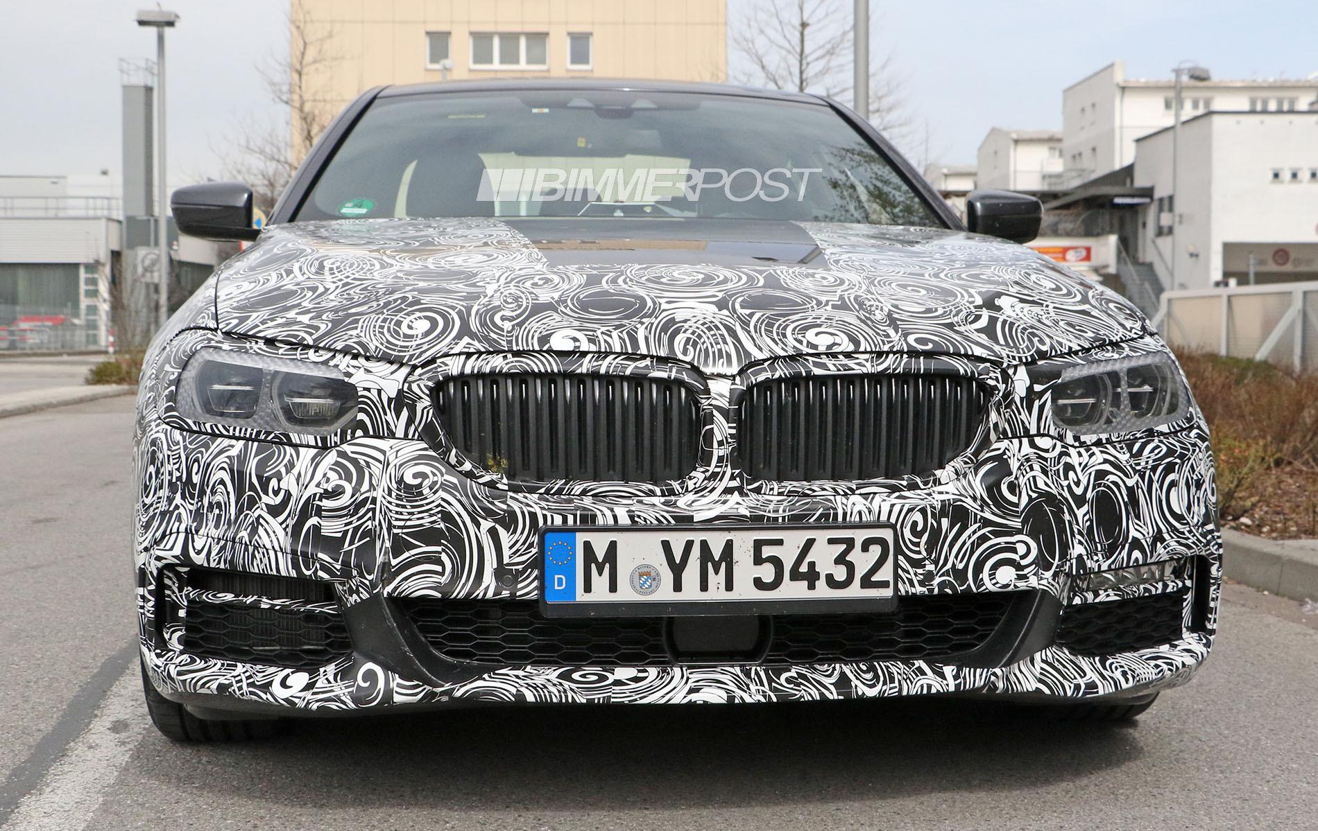 次期BMW5シリーズ(G30)最新スパイショット!Mスポーツバンパーやインテリア(タッチスクリーン対応のiDrive)も^^