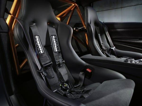BMW M4 GTS バケットシート