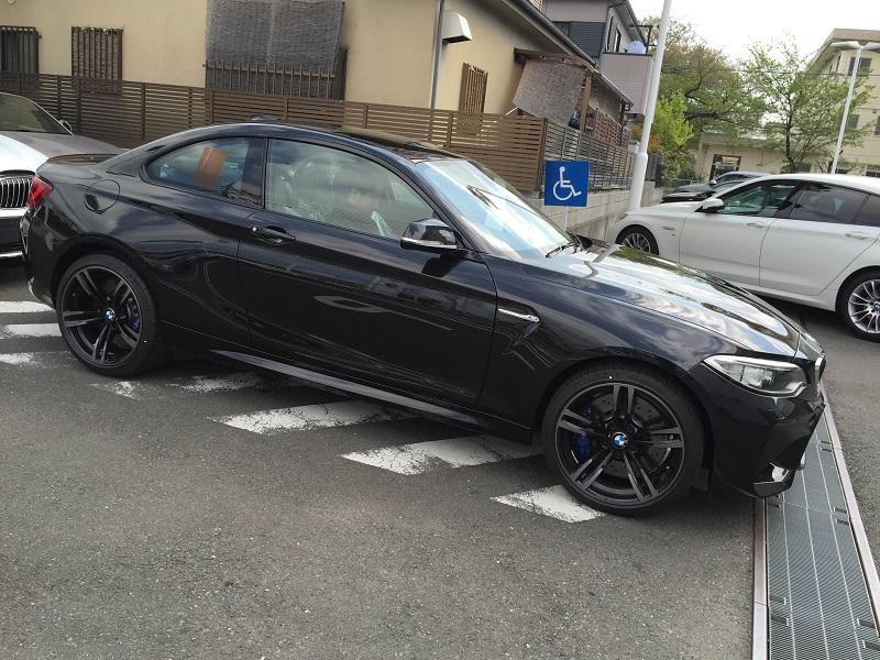 BMW M2がそろそろディーラーで見れそうです^^ブラックサファイアのM2カッコいい♪