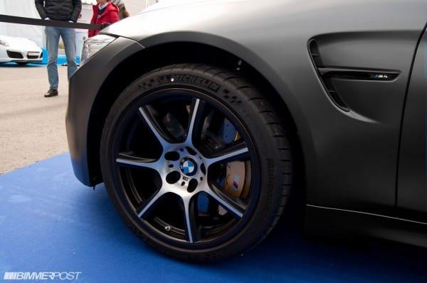 BMW M4 GTSに装着でようやく実用化されるカーボンファイバー製ホイールの実物の写真!価格は・・・