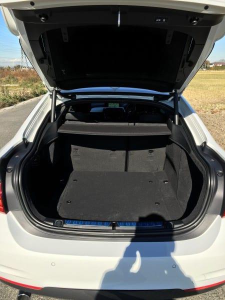 BMW4シリーズグランクーペのリアウインドーといっしょに開く大型テールゲートの開口度の設定について