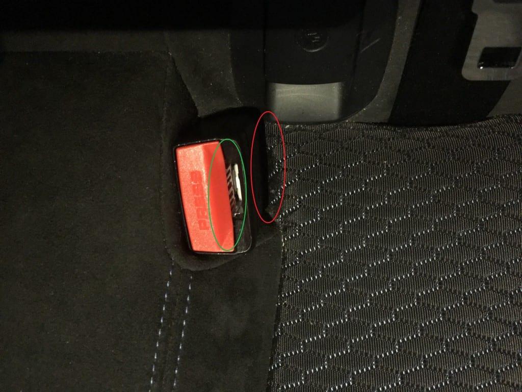 BMW4シリーズグランクーペの後部座席のシートベルトの接続部付近から異音発生&解決!