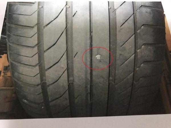 BMW1年点検レポート後編:タイヤに異物が刺さっていました・・・