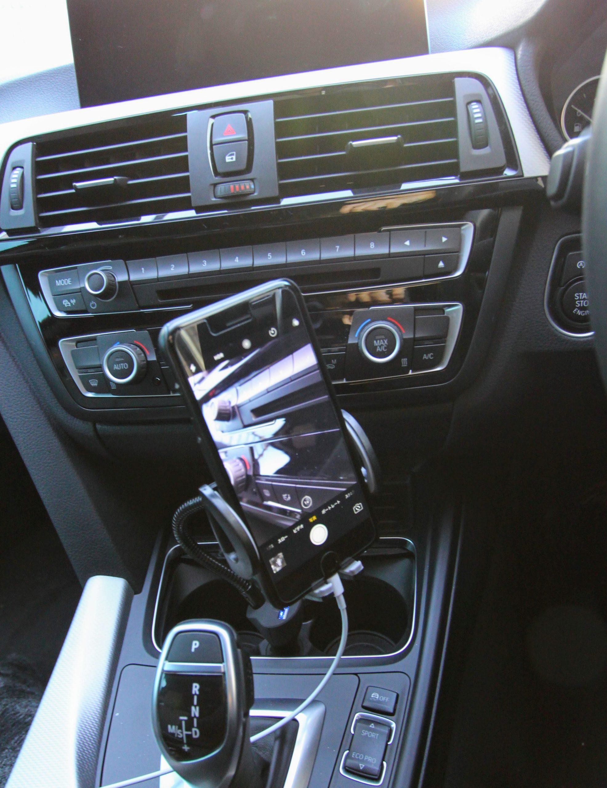 車内で携帯電話(スマートフォン)の置き場って困りませんか?こんな商品を買ってみました^^