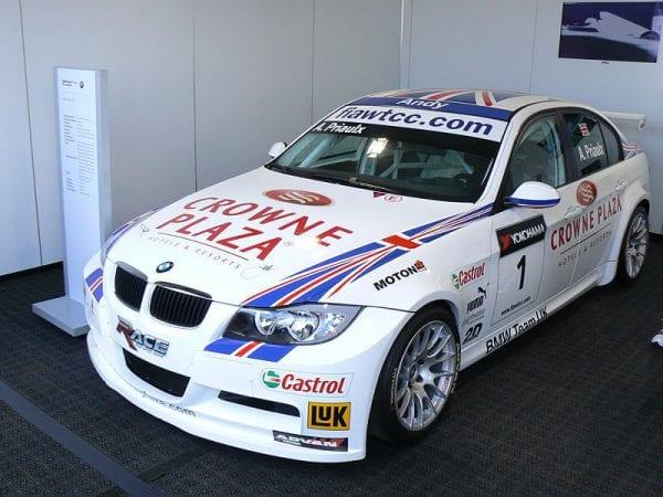 800px-Andy_Priaulx_-_BMW_320si_WTCC_01