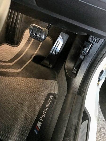 BMW4シリーズグランクーペにステンレススチールペダル装着♪ただし社外品ですが^^;