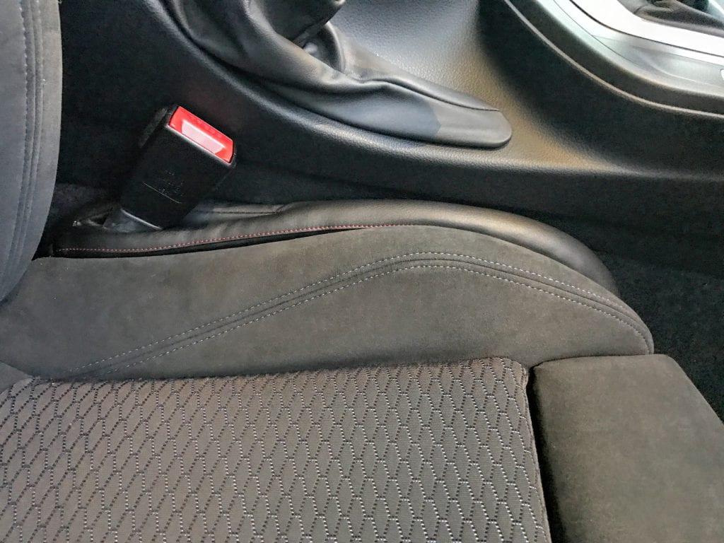 運転席シートの隙間を埋めるスキマクッション(シートパッドスペーサー)を装着してみました^^