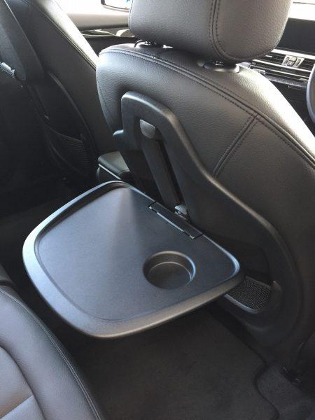 BMW 218d xCountryの特別装備の専用フロント・シートバック・テーブルが便利そう^^