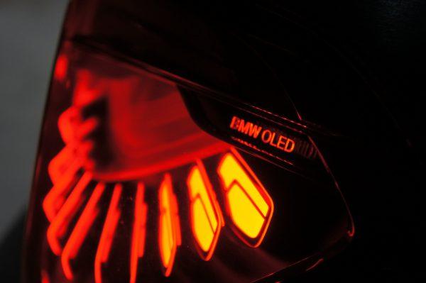 愛知のチューニングショップdortがBMW M4デモカーに有機LED(OLED)を装着!お値段は?