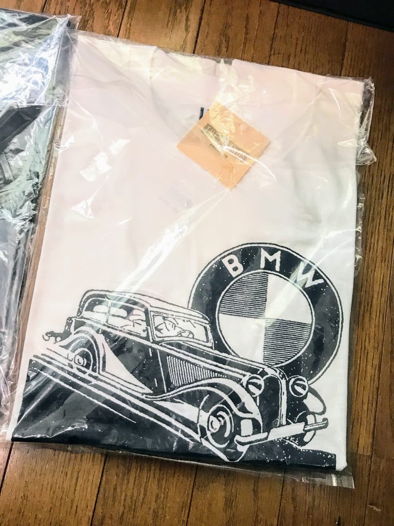BMWとユニクロのコラボTシャツ全4種類到着~♪在庫も店舗よっては残りわずかみたいなので気になる方はお早目に^^