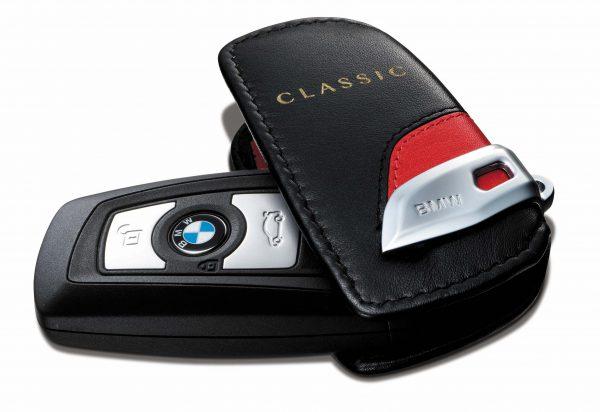 BMW 3シリーズの限定車「BMW 318i Classic」を発表!限定車「BMW X1 sDrive18iファッショニスタ」と同様ターゲットはおしゃれな街乗り層?