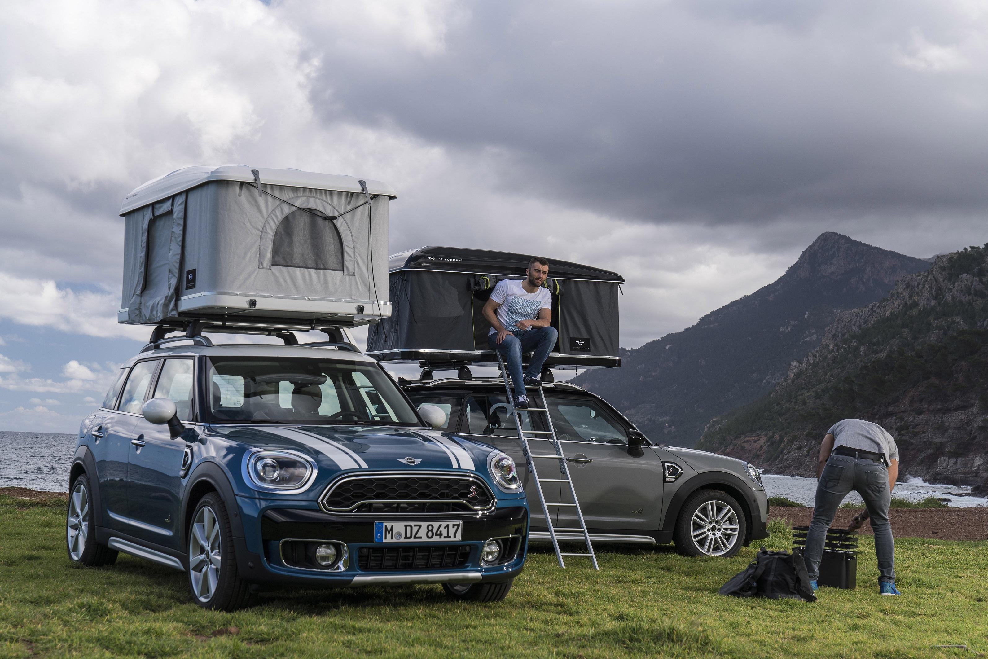 新型BMW MINIクロスオーバー(F60)用のルーフテントがイタリアAutohome社から発売!屋根の上で寝ることができるって凄い^^