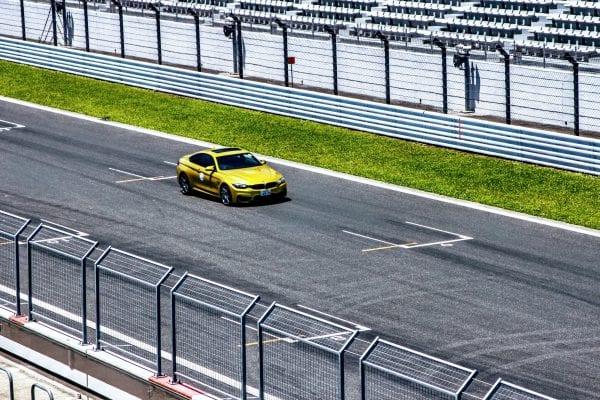 富士スピードウェイで「BMW M4 クーペ Competition」でサーキット走行中の写真を頂きました♪