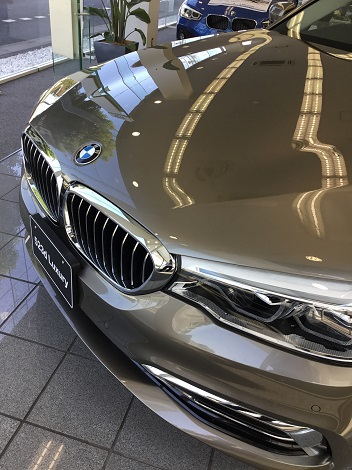 BMW新型5シリーズセダン・ツーリングの新車が50万引き!!9月は値引きがゆるいですね^^;