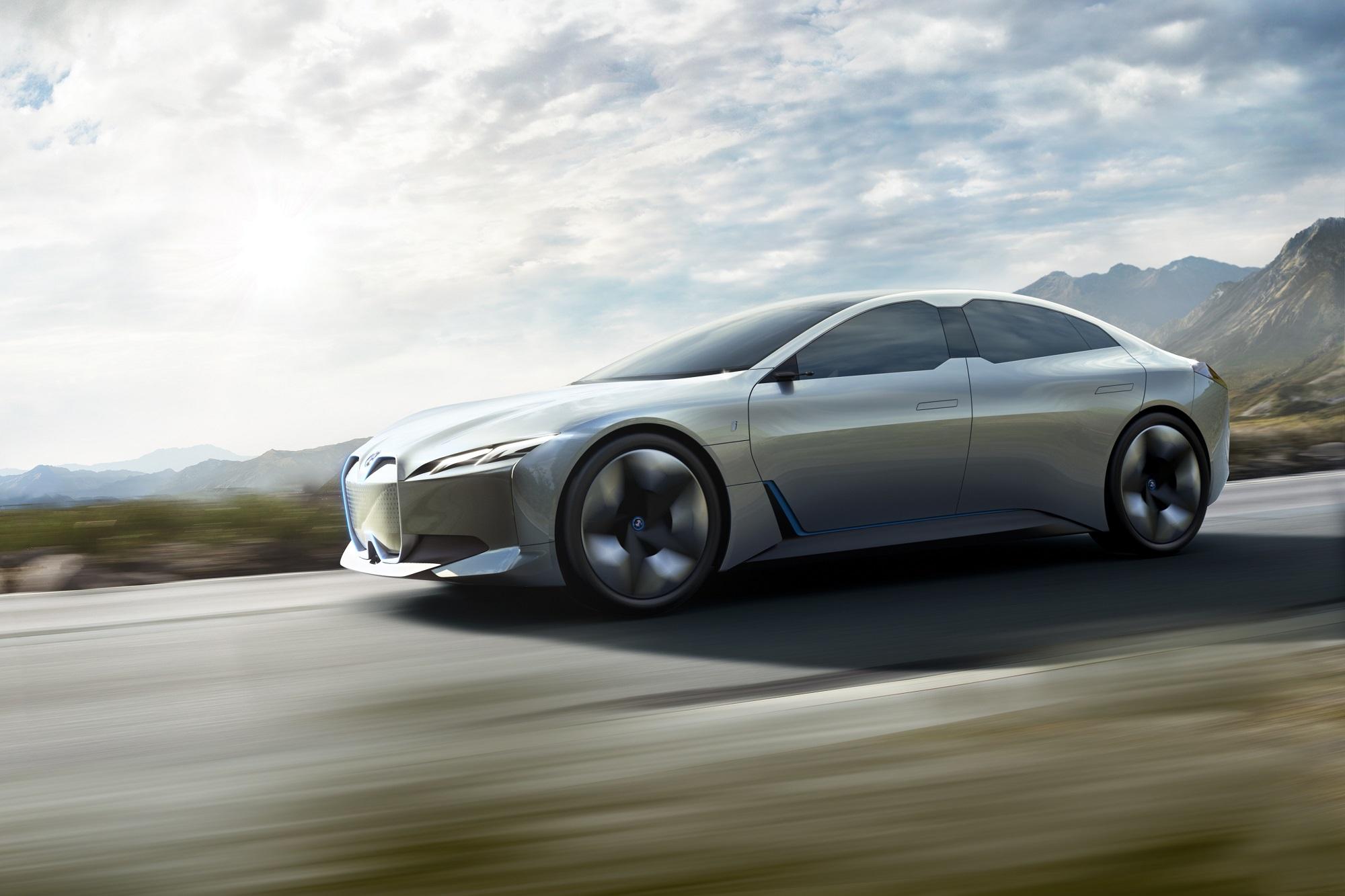 4ドアグランクーペ「BMW i Vision Dynamics」の市販モデルはテスラキラーとなりそうですね♪