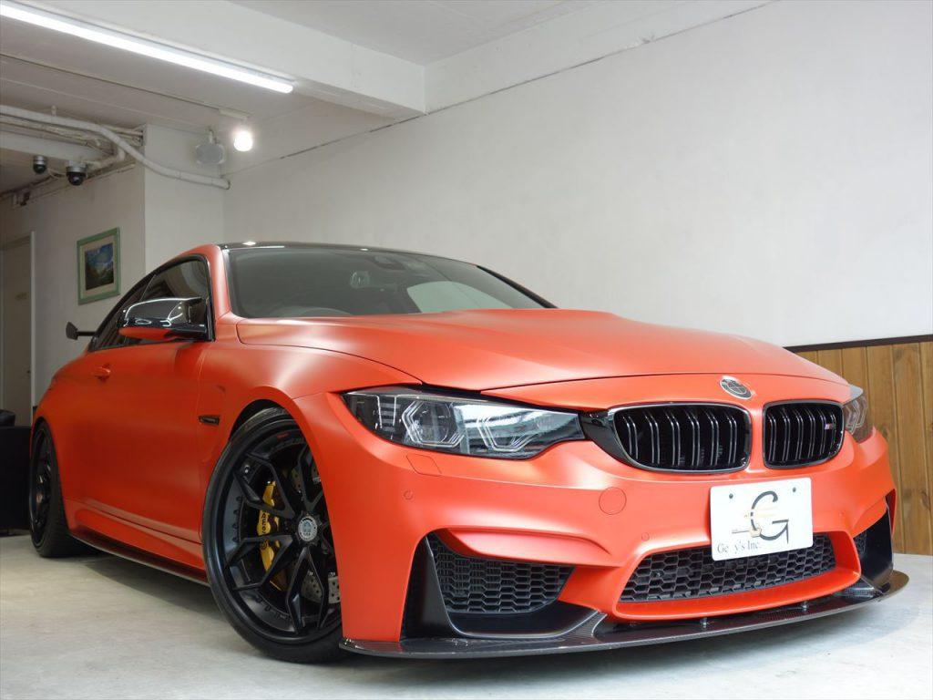 BMW M4GTSのOLEDテールランプ、GTSウィングが装着されたマッドオレンジなスペシャルなM4が販売中!