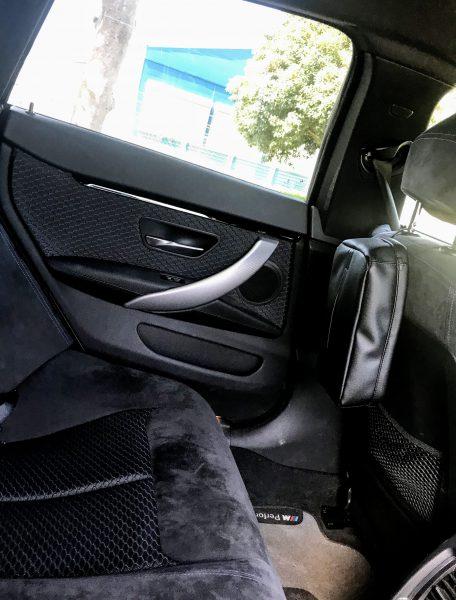 BMWの内装に似合う車用ブラックレザー調ティッシュカバーを購入して置いてみました^^