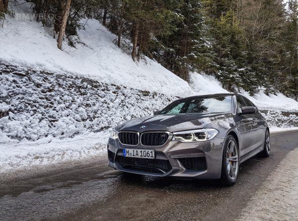 BMW Individualシャンパン・クォーツの新型M5が素敵です^^