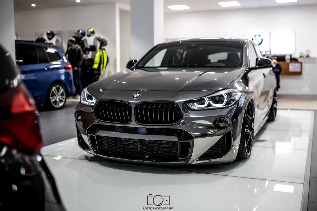 新型BMW X2のクロームメッキフィルム仕様車^^
