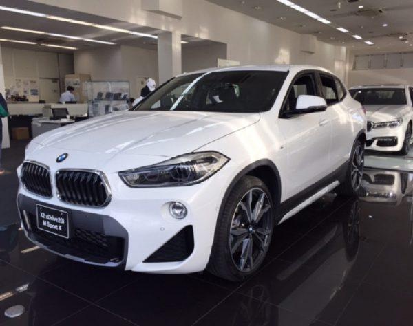 新型BMW X2がディーラーでもちらほらと展示がはじまりました^^ブラックやホワイトのボディカラーもカッコいいです♪