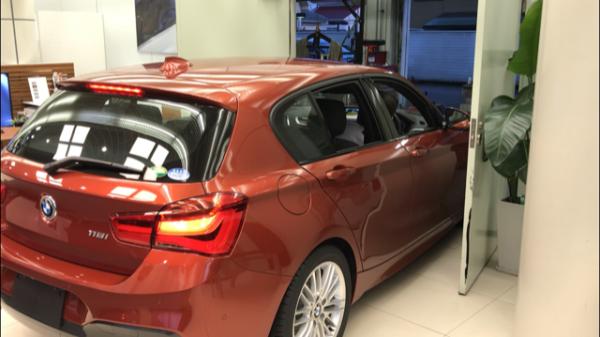 BMWディーラーの展示車入れ替えしてる貴重な動画♪どうやって入れ替えるんだろうなって気になったことありませんか?