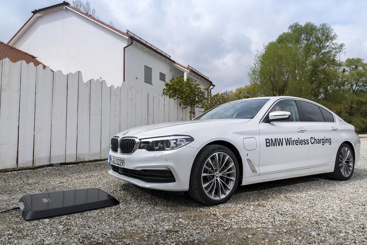BMWワイヤレス充電の市場投入開始!まずはドイツからで日本も導入予定♪BMW 530eが約3時間半で完全に充電されるそうです^^
