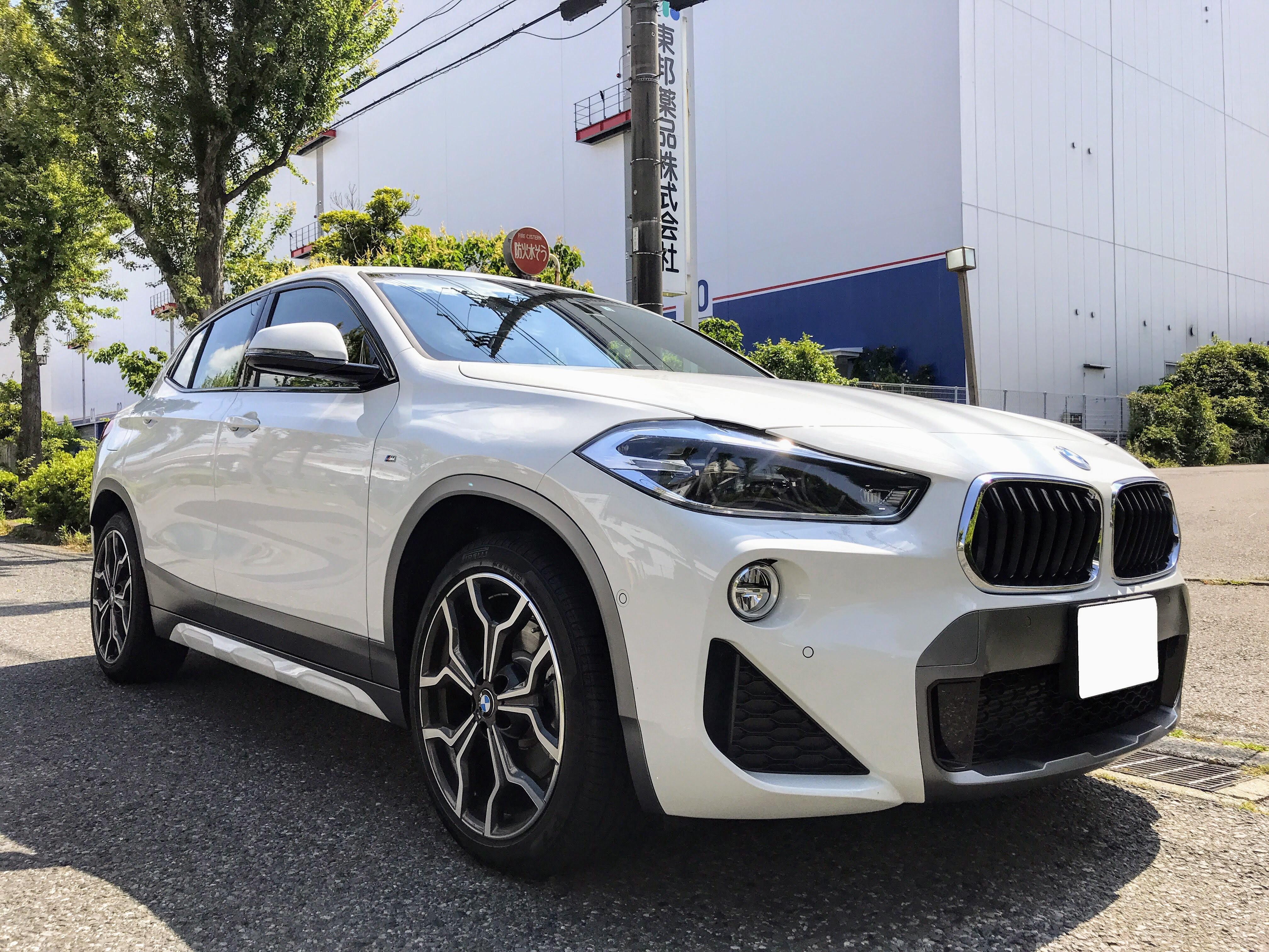 BMW X1とX2がACC(ストップ&ゴー機能付)や電動シートなど人気オプションを標準装備し新価格で発売!お得感はあり?なし?ラインナップ廃止グレードも。