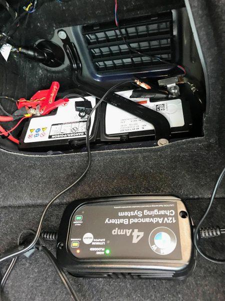 アルピナD4のバッテリーをBMW純正バッテリー充電器で充電してみました^^