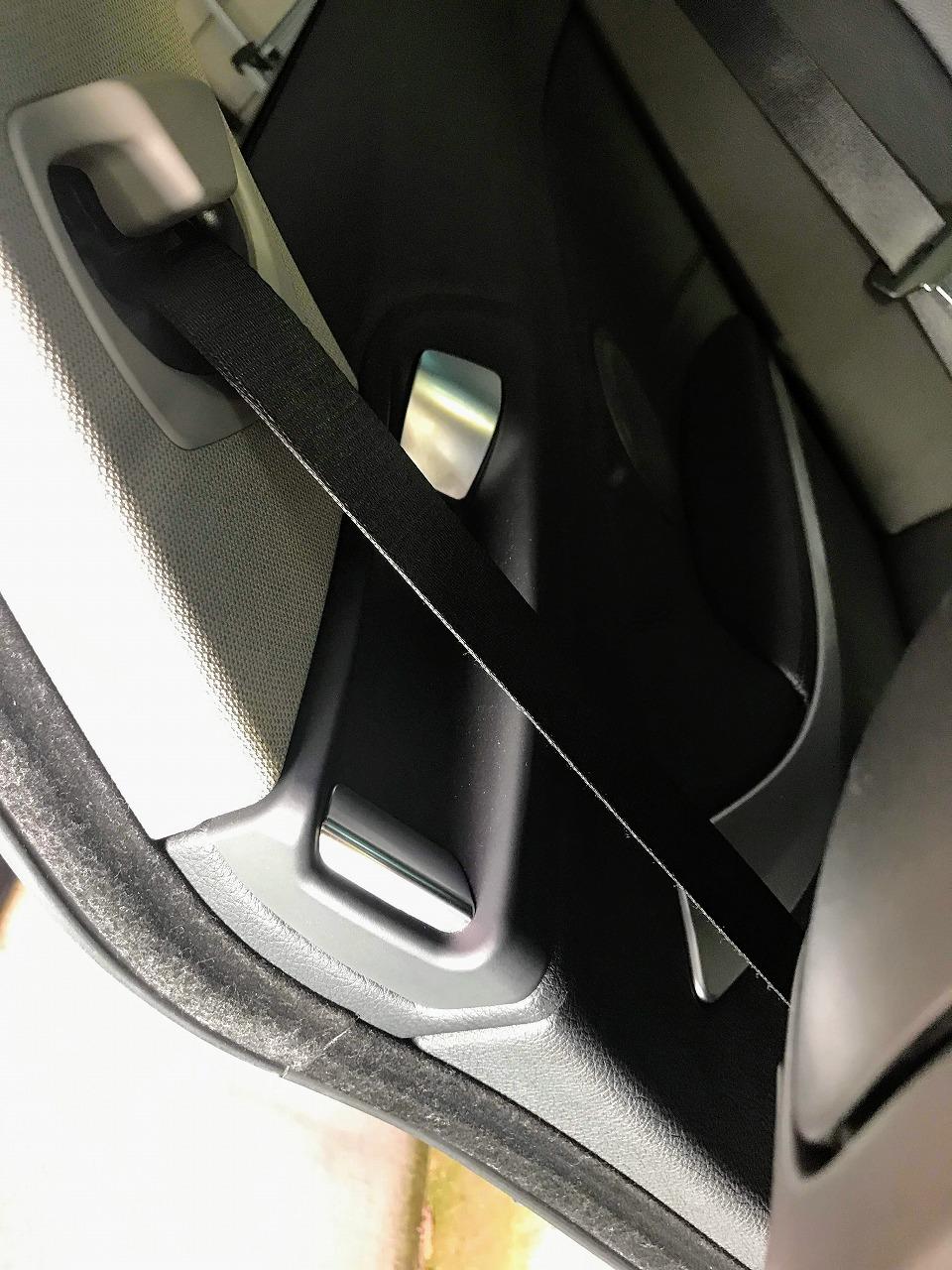 ALPINA D4(BMW F32)の運転席・助手席シートベルトを手元まで自動的に運んでくれる「電動シートベルト・ハンドオーバー」機能が便利^^