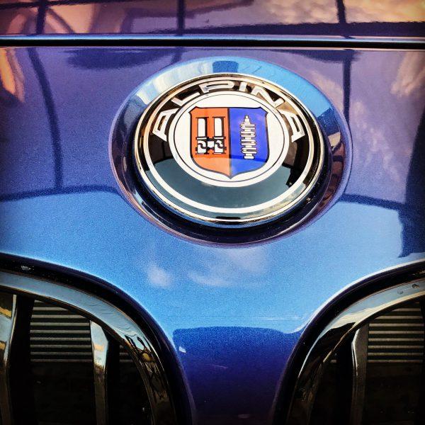 ALPINA車デフォルトのボンネット&トランクエンブレムは前後BMWエンブレムが標準って知りませんでした(汗