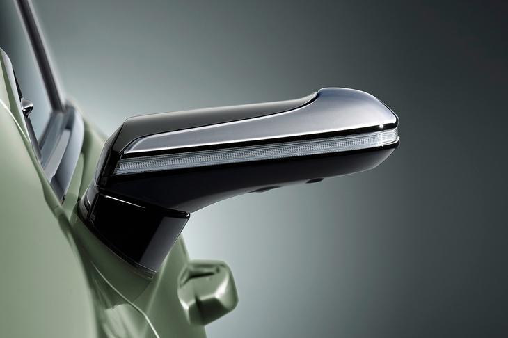 10月発売レクサス新型ESのサイドミラーが世界初デジタルミラー採用!!
