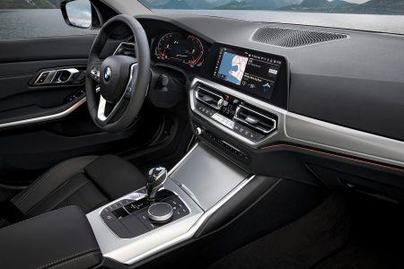 BMW新型3シリーズ(G20)ではスタート&ストップボタンの位置が移動されて一連動作がスムーズになりそうです♪