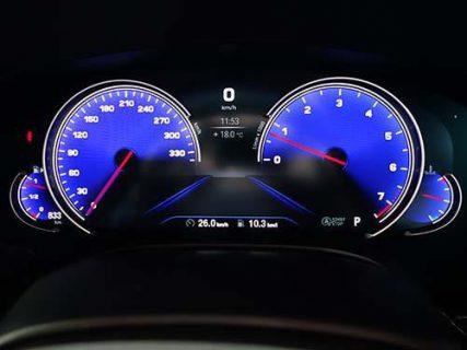 BMWデジタル液晶パネルだとコーディングでアルピナ伝統のブルー仕様のスピードメーターに変更できるんですね♪