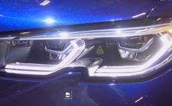 BMW新型3シリーズ(G20)の330iのみに装着可能なレザーライトの目ヂカラが凄い!デイライトも映えるので魅力的ですがお値段が悩ましいですね^^;