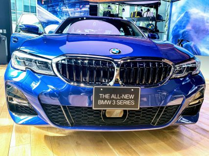 BMW新型3シリーズセダン(G20)を日本で唯一見られる「BMW GROUP TERRACE」にて「330i M Sport」の展示車を見てきました♪外装・内装の写真レポート!