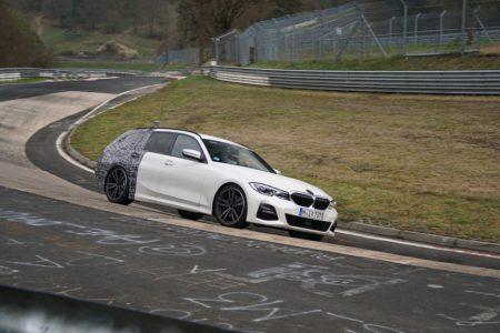 BMW新型3シリーズツーリング(G21)のほぼ丸見え偽装なしのテスト車両が目撃される!発表間近か!?
