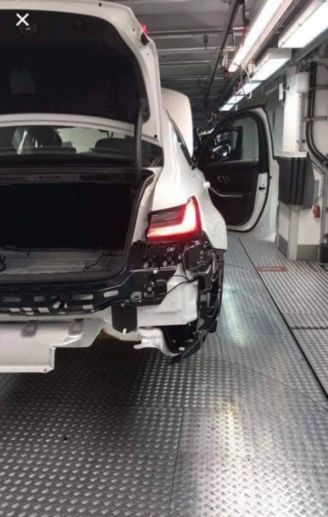 G80型BMW新型M3のリアとコンソール画像がリーク!?とうとうM3も手動サイドブレーキが廃止されて電動パーキングブレーキ化!?