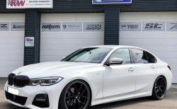 KW V3にBBSホイールM Performanceブラック・キドニーグリル装着したアルピンホワイトなBMW新型3シリーズ(G20)がカッコいい!