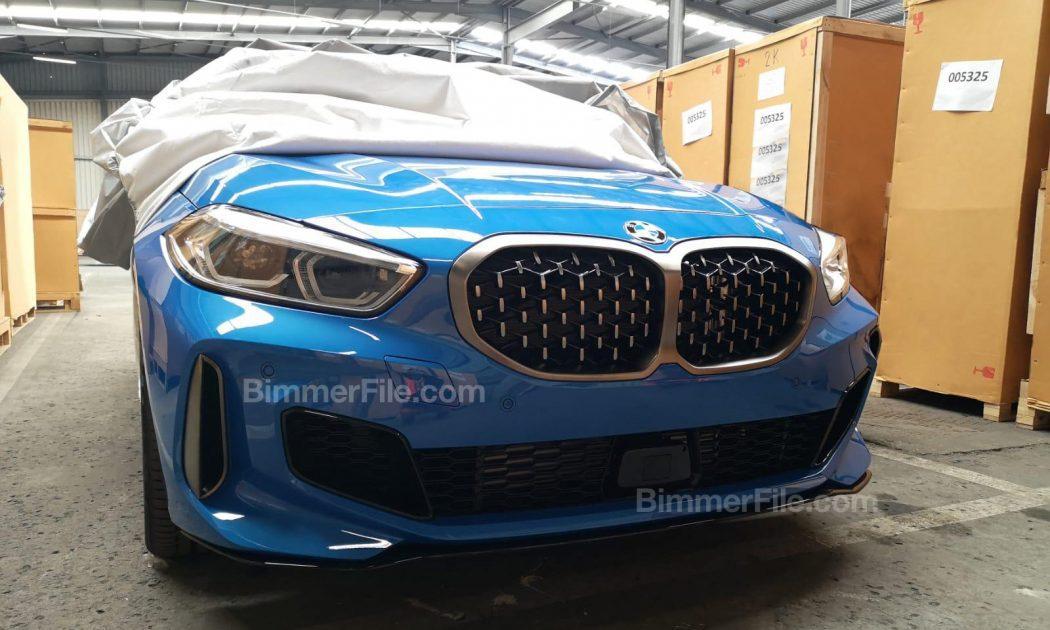 次期BMW新型1シリーズM135ixDrive(F40)の偽装カモフラージュ無しのフロント及びリア画像がリーク!