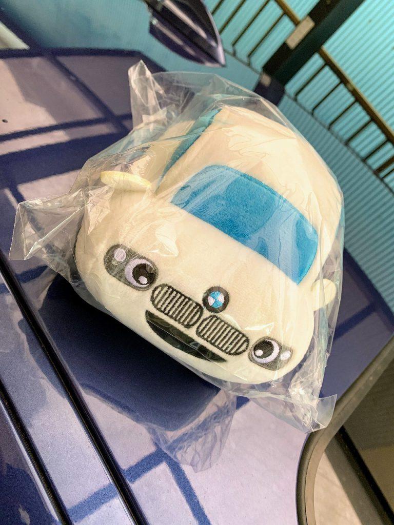 BMWを擬人化した可愛いオリジナルマスコットぬいぐるみのノベルティをMyディーラーで頂きました^^