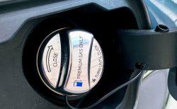 BMW車にありがちな燃料キャップの紐が切れたらひもだけ交換するのも良さそうかも^^
