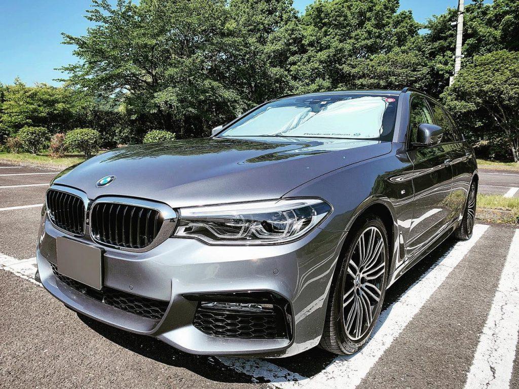 BMW5シリーズツーリング(G31)にはF10時代のBMW純正フロントウインド・サンシェードを使ってます^^;
