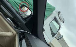 死角で見えない左右後方の接近車をサイドミラーインジケータの点滅で教えてくれる「BMWレーン・チェンジ・ウォーニング」は便利です♪
