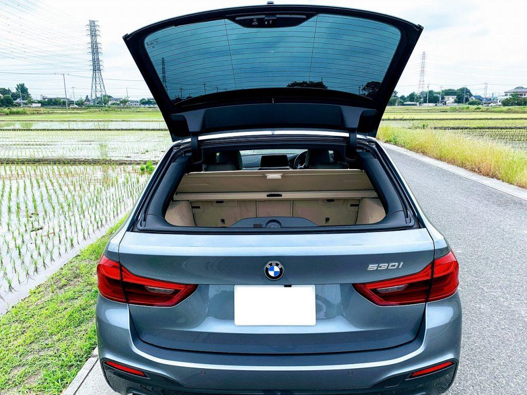 BMW3シリーズ・5シリーズのツーリングのみについているリアのガラス・ウィンドウだけでも開閉する機能は便利です♪でも次期モデルでは消滅の可能性も!?