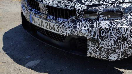 ナンバープレート下部にもキドニーグリルが!?BMW新型M3の新たなテスト車両の目撃情報!まさかの2段キドニーグリル!?